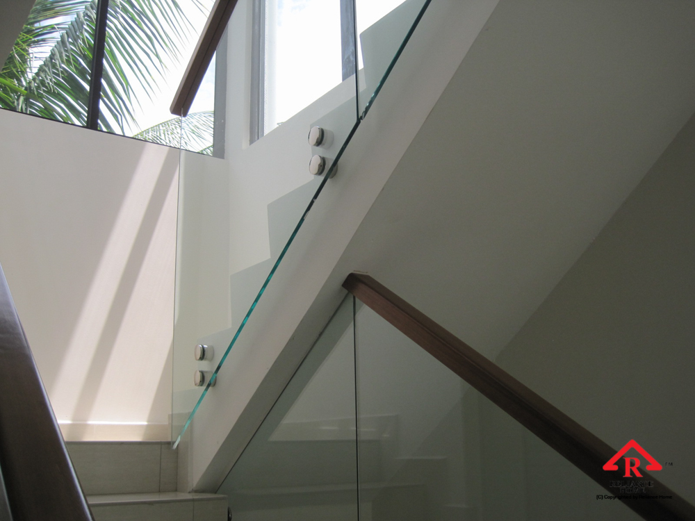 Reliance Home staircase glass class clip type-21