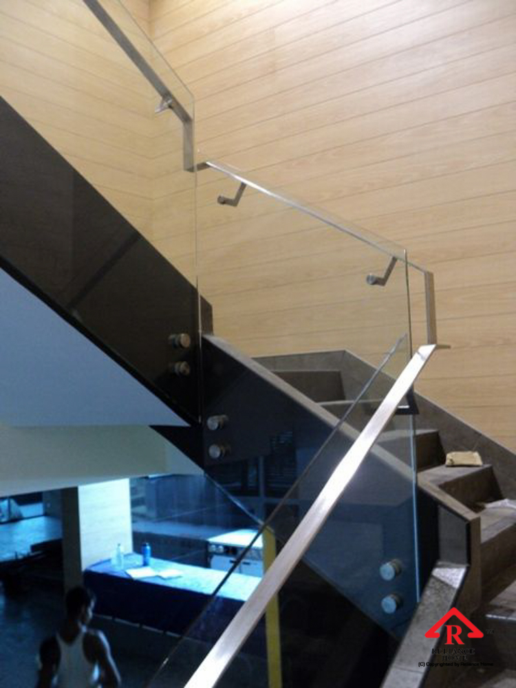 Reliance Home staircase glass class clip type-5
