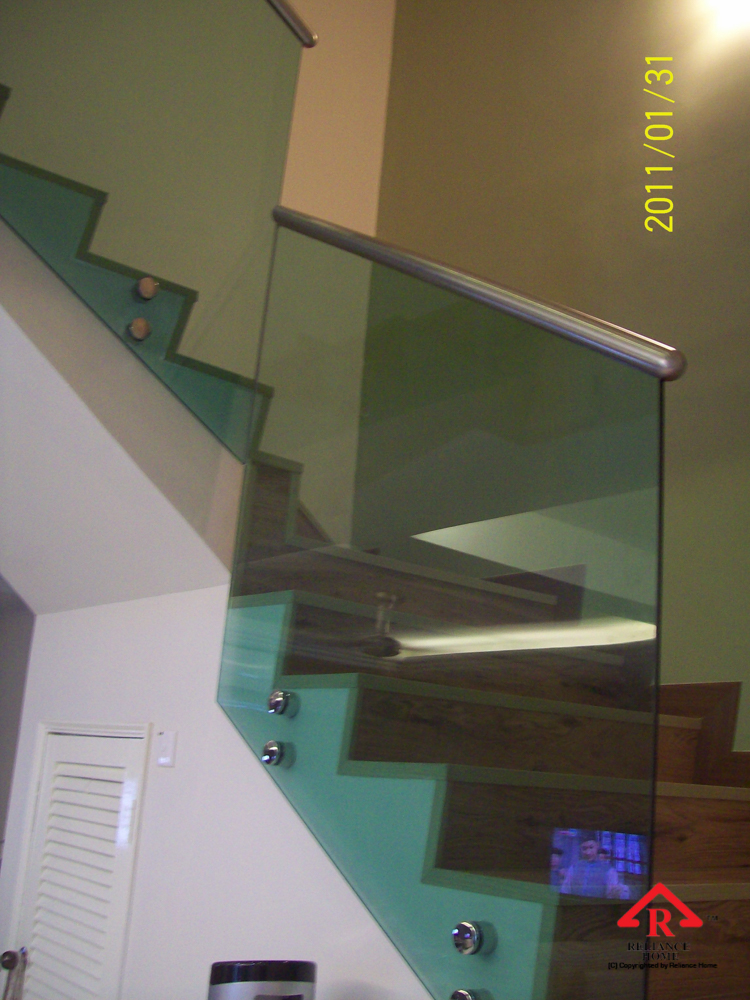 Reliance Home staircase glass class clip type