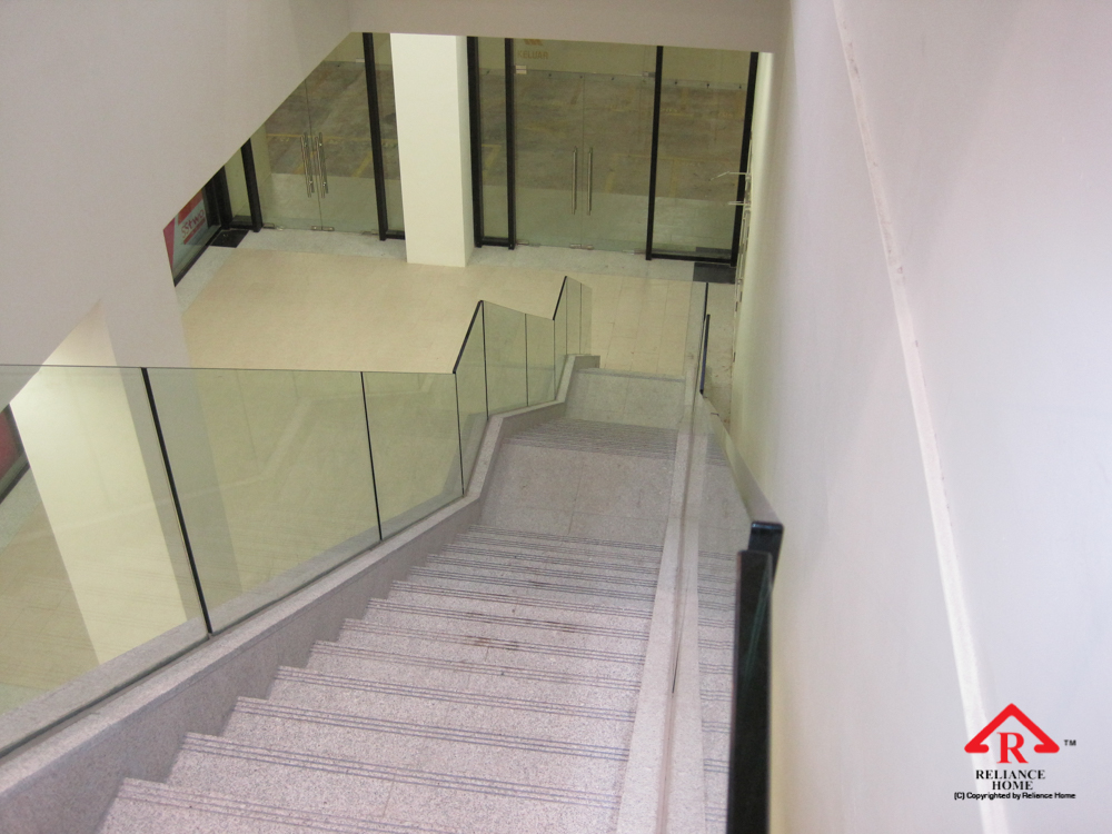 Reliance Home staircase glass embedded U channel-15