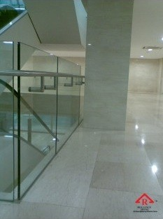 reliance-home-staircase-glass-embedded-u-channel-01-235x352