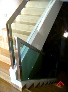 reliance-home-staircase-glass-embedded-u-channel-03-235x352
