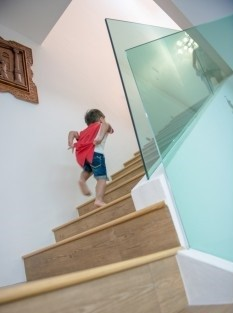 reliance-home-staircase-glass-embedded-u-channel-16-235x352