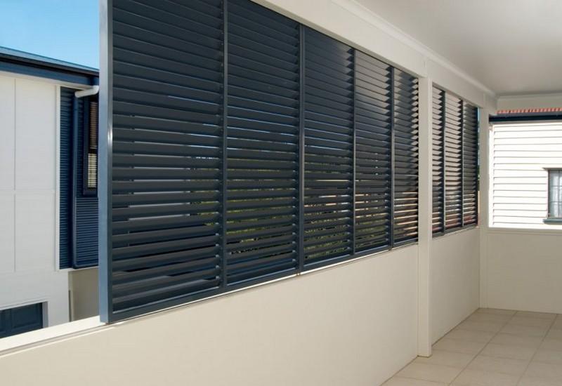 sliding-privacy-screens-on-balcony