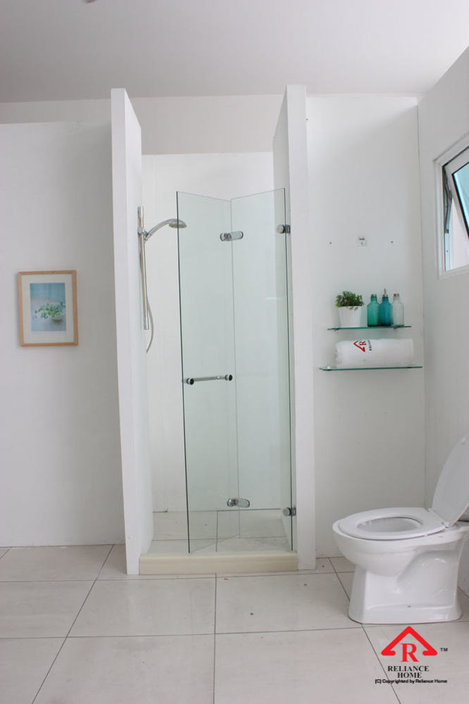 reliance-home-rb180z-folding-frameless-shower-screen-05