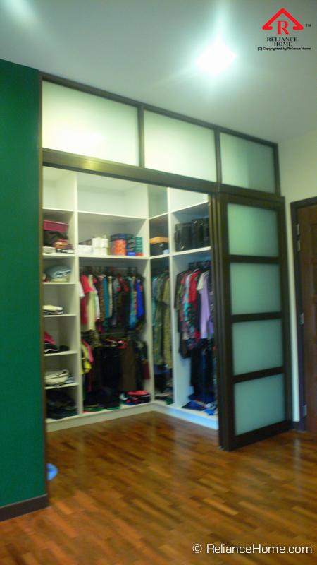 Reliance Home closet door
