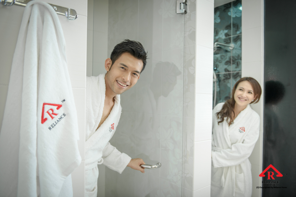 Reliance Home REH100 frameless shower screen-25